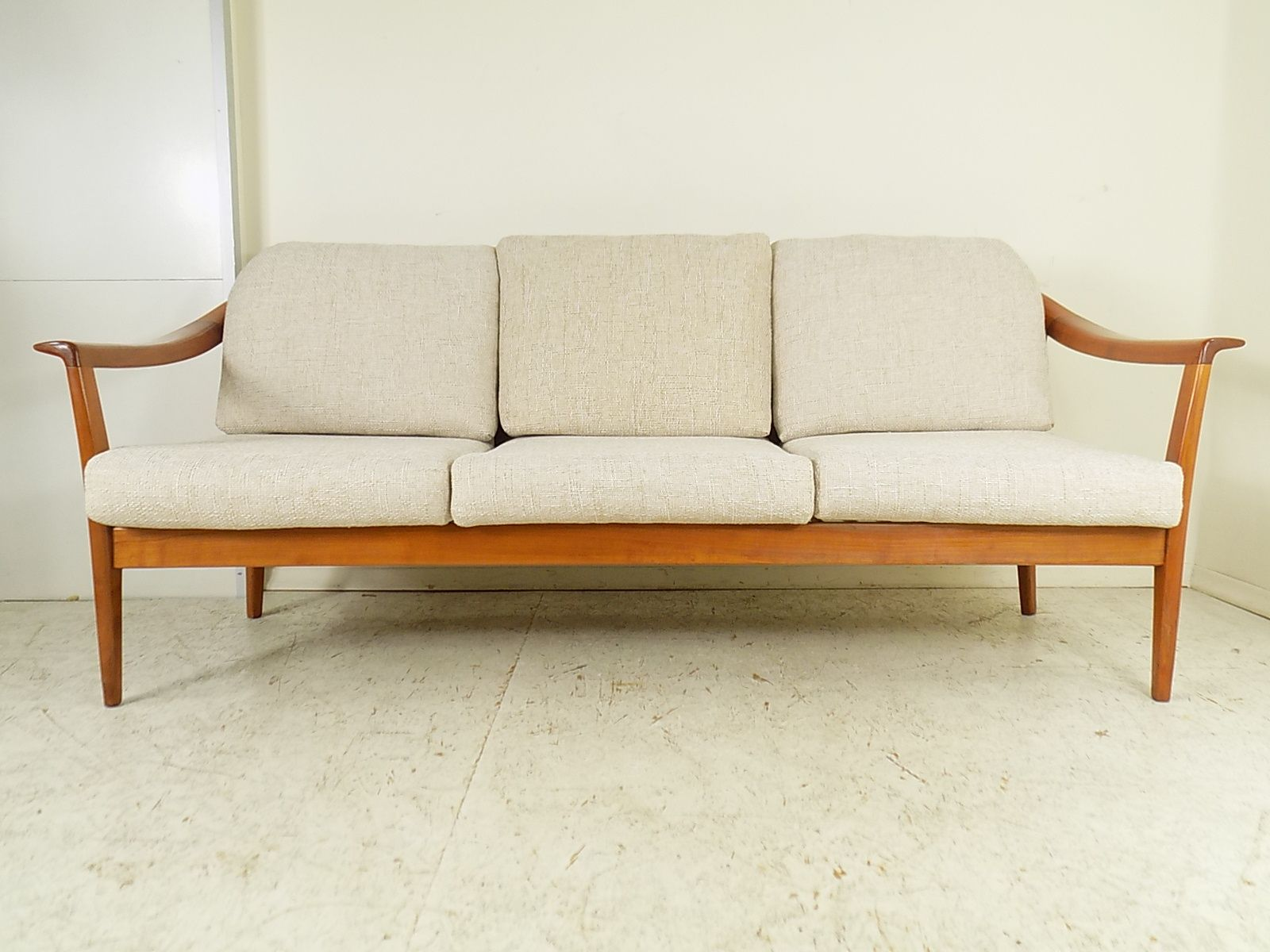 Vintage cherry 3 seater sofa from wilhelm knoll 1960s for for Sofa vor heizung