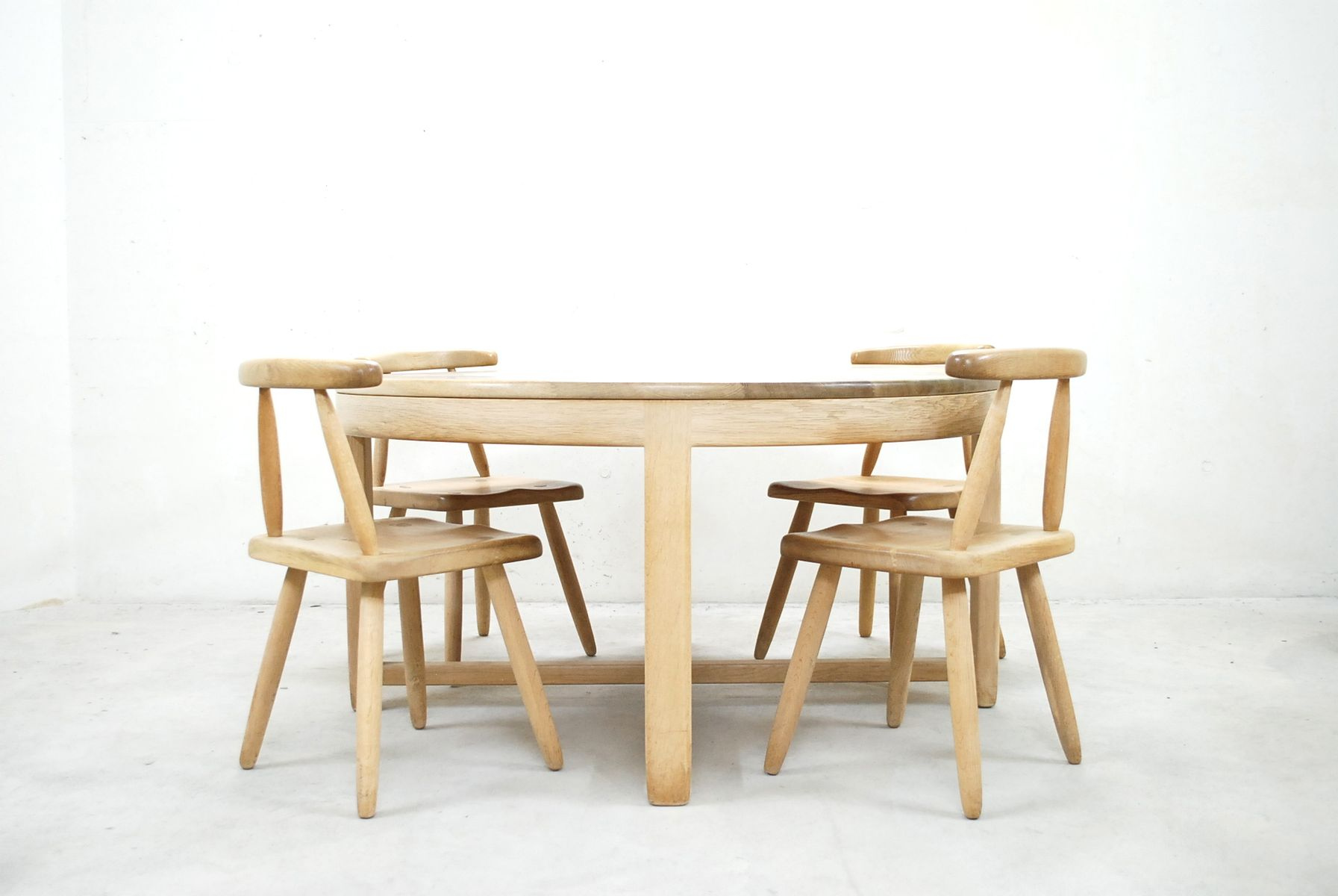 Mid century oak dining table and 4 chairs for sale at pamono for Four chair dining table