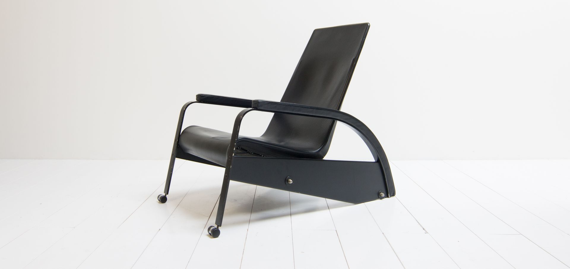 Vintage model d80 1 grand repos lounge chair by jean for 80s lounge chair