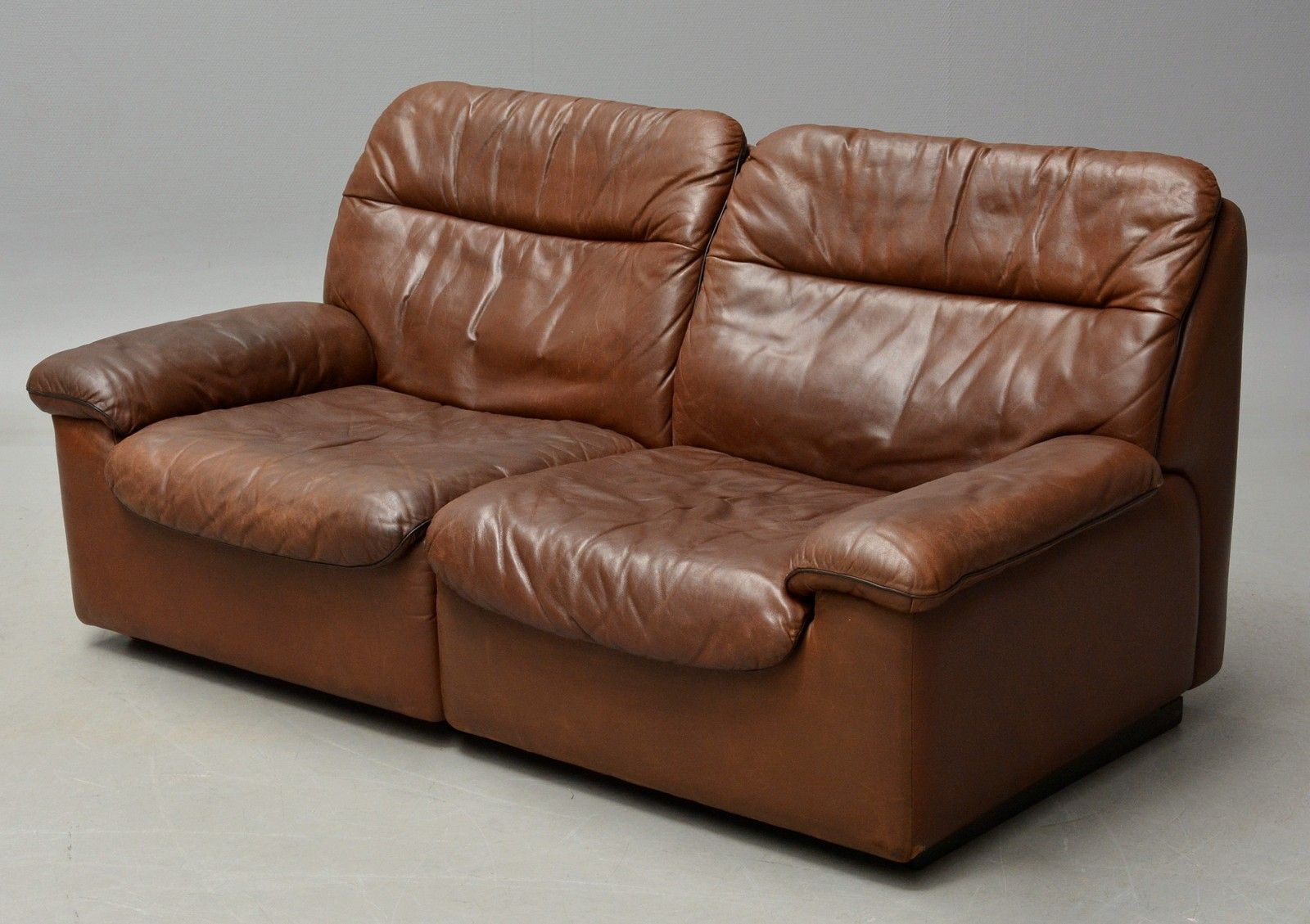 Vintage 2 seater leather sofa from de sede for sale at pamono for 2 seater leather sofa