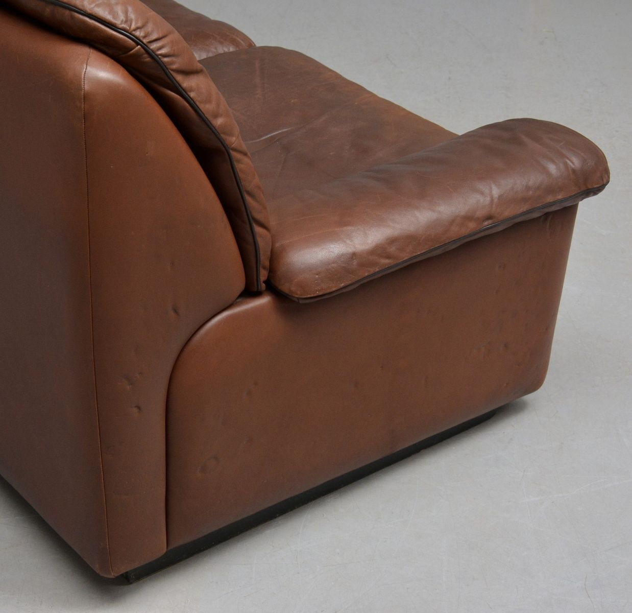 vintage 2 seater leather sofa from de sede for sale at pamono. Black Bedroom Furniture Sets. Home Design Ideas