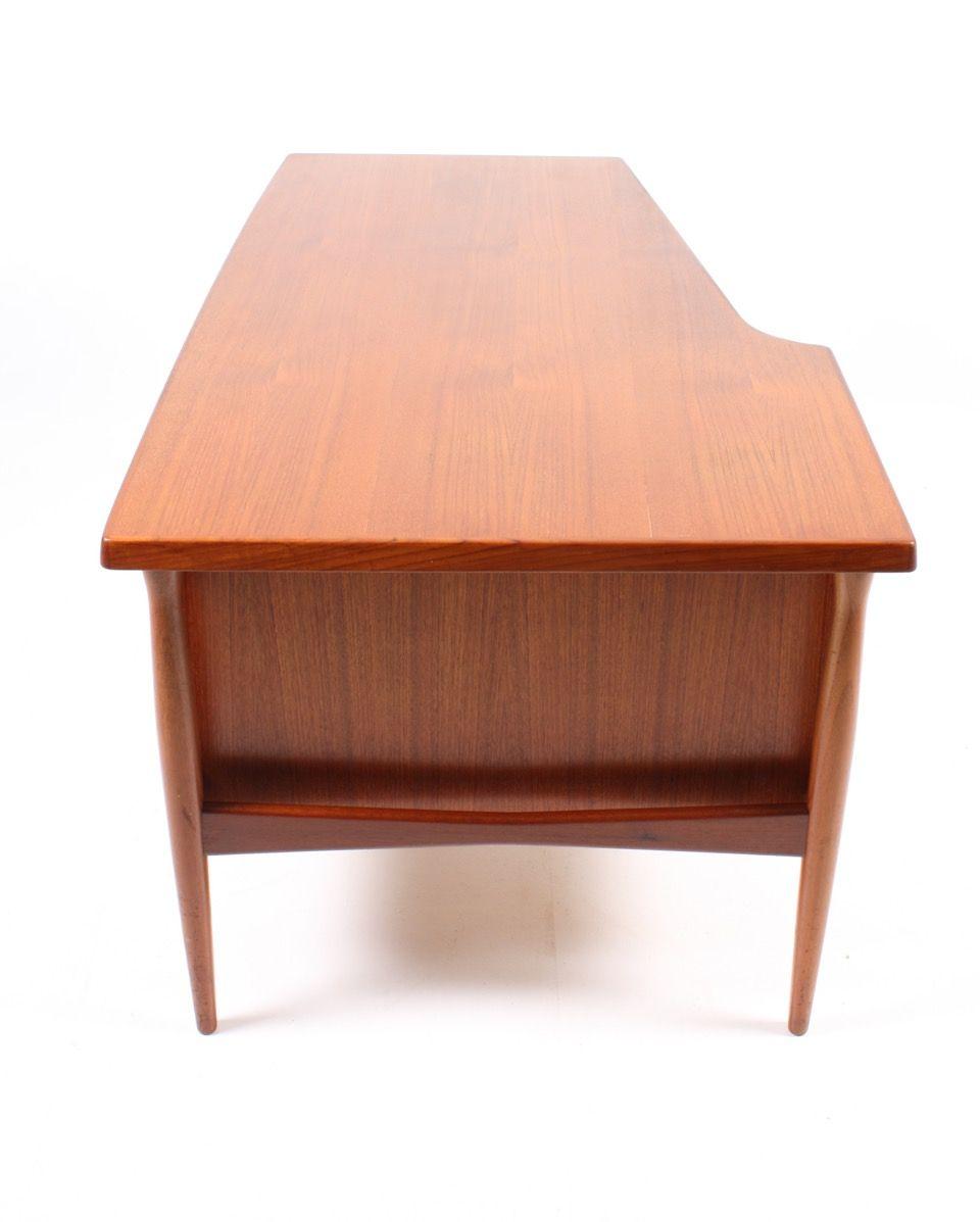 Bureau en teck avec meuble porte battante danemark for Meuble bureau 64