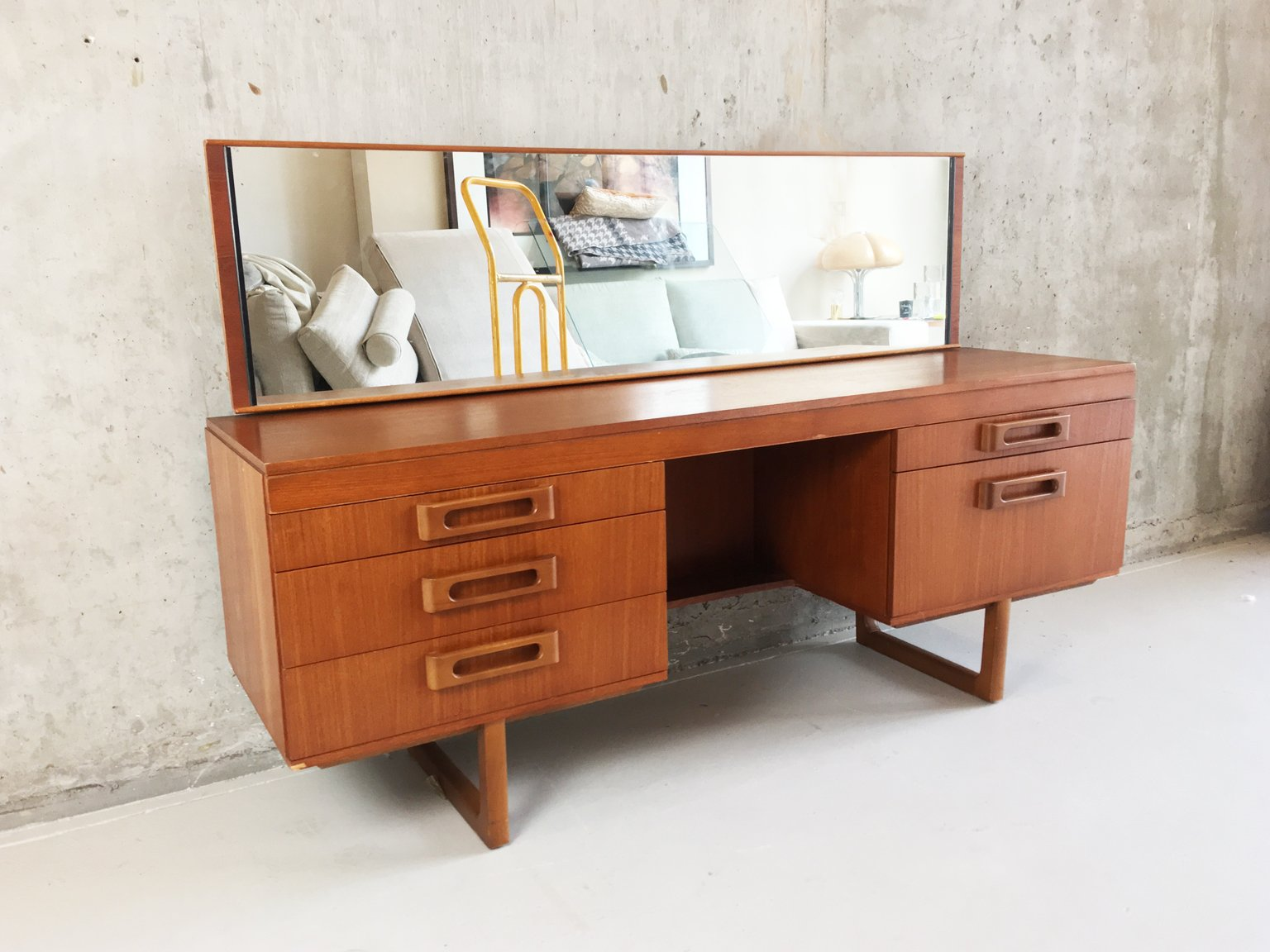 frisiertisch mit langem spiegel 1970er bei pamono kaufen. Black Bedroom Furniture Sets. Home Design Ideas