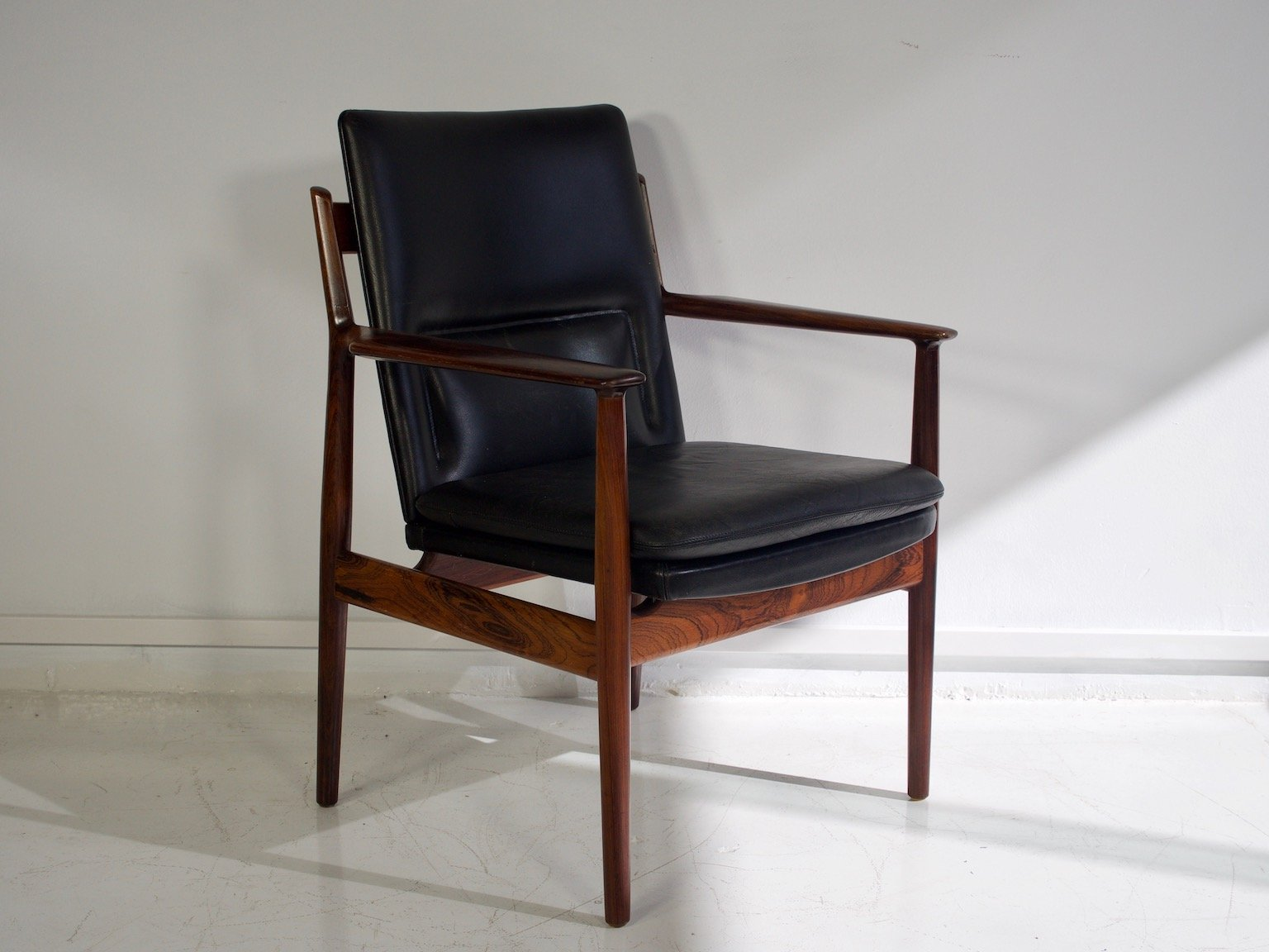 Mid Century Model 431 Black Leather Rosewood Armchair By Arne Vodder For Sibast
