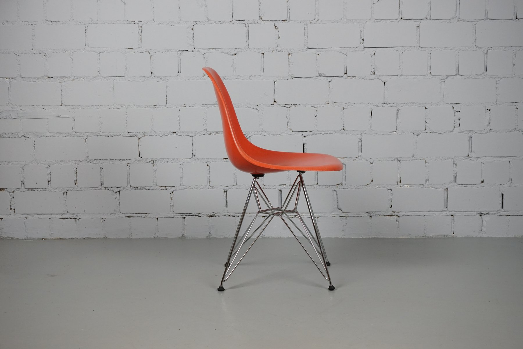 Vintage dsr chair by charles ray eames for vitra for for Eames chair nachbau deutschland
