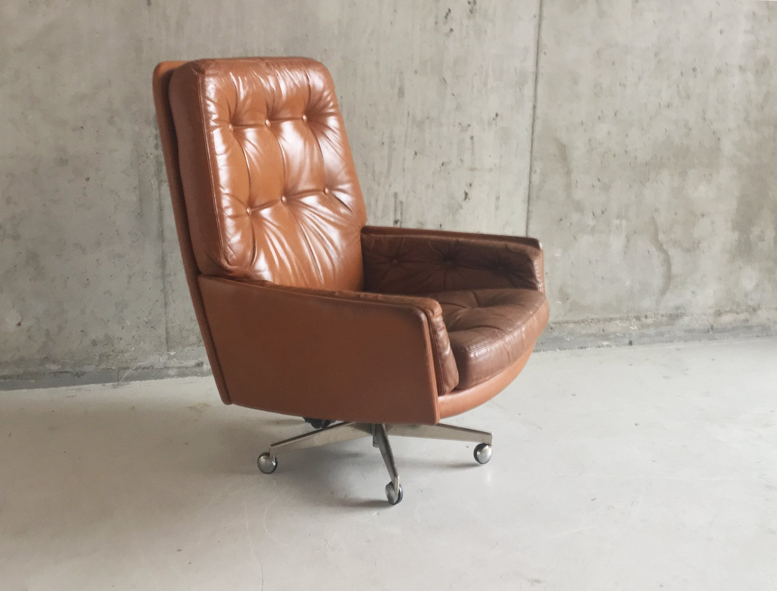 vintage brown leather armchair on swivel base with castors for sale at pamono. Black Bedroom Furniture Sets. Home Design Ideas