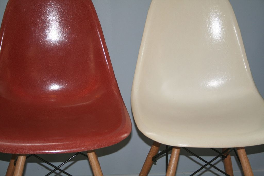 Vintage dsw fiberglass chairs by charles ray eames for for Chaise eames dsw fibre de verre