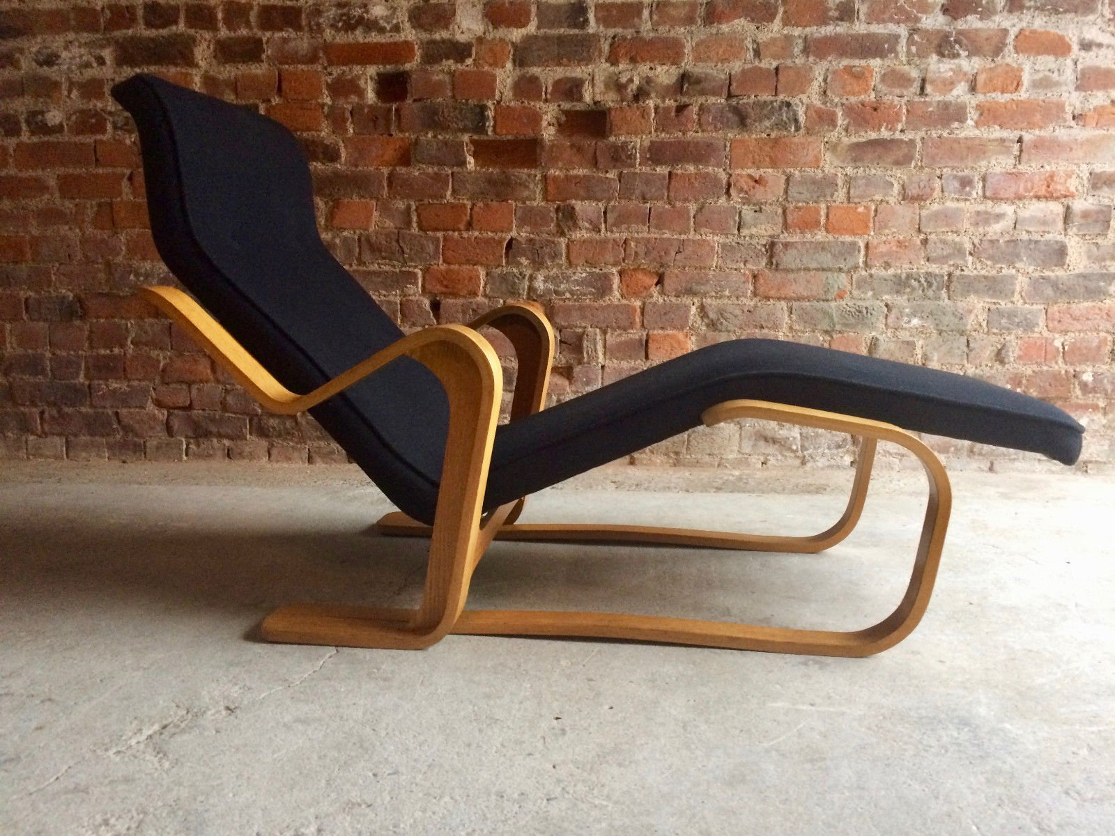 Vintage Black Long Chair by Marcel Breuer for sale at Pamono