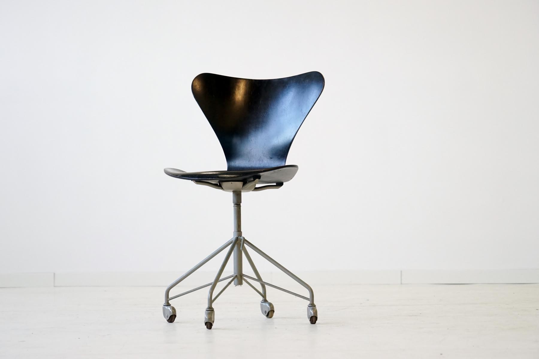 3117 07 office chair by arne jacobsen for fritz hansen for Chaise arne jacobsen