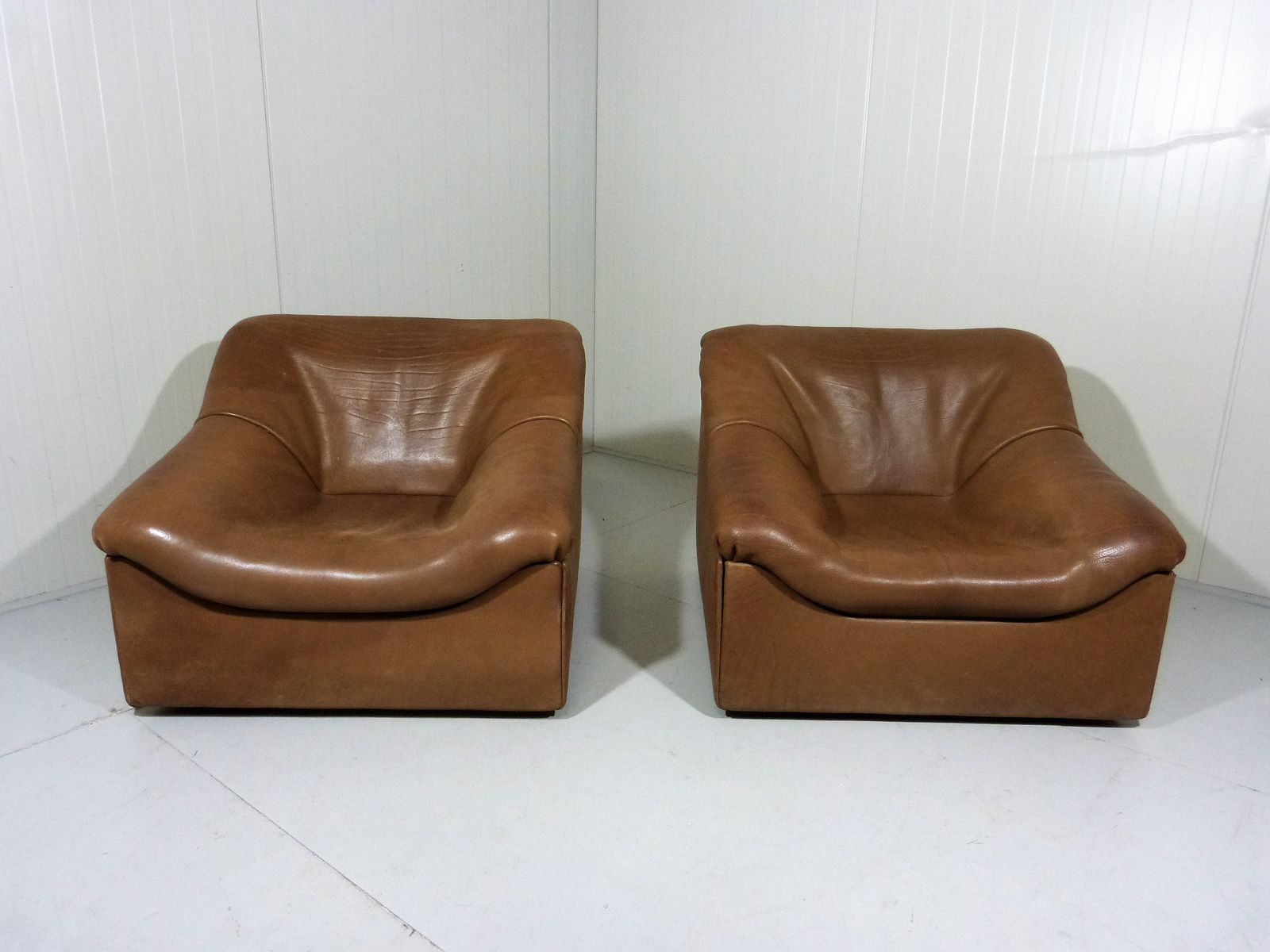 ds 46 thick buffalo leather lounge chairs from de sede set of 2