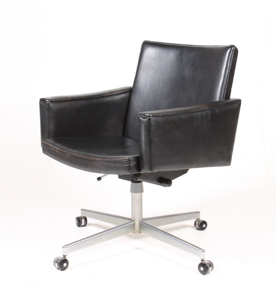 Mid Century Leather Office Chair By Hans J Wegner For A P Stolen For Sale At Pamono