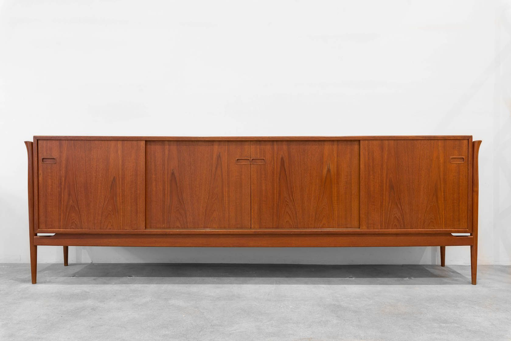d nisches vintage sideboard von finn juhl bei pamono kaufen. Black Bedroom Furniture Sets. Home Design Ideas