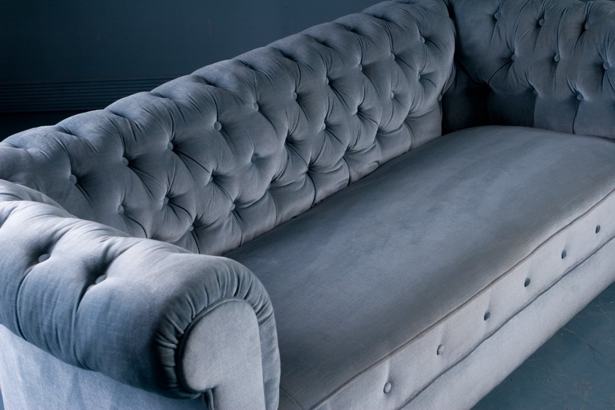 antique chesterfield style sofa in blue velvet 1900s for. Black Bedroom Furniture Sets. Home Design Ideas