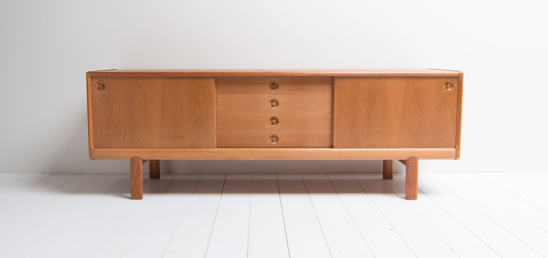 d nisches sideboard von henry w klein f r bramin 1970er bei pamono kaufen. Black Bedroom Furniture Sets. Home Design Ideas