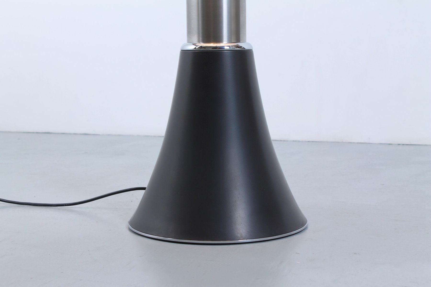 pipistrello large black table lamp by gae aulenti for martinelli luce 1960s for sale at pamono. Black Bedroom Furniture Sets. Home Design Ideas