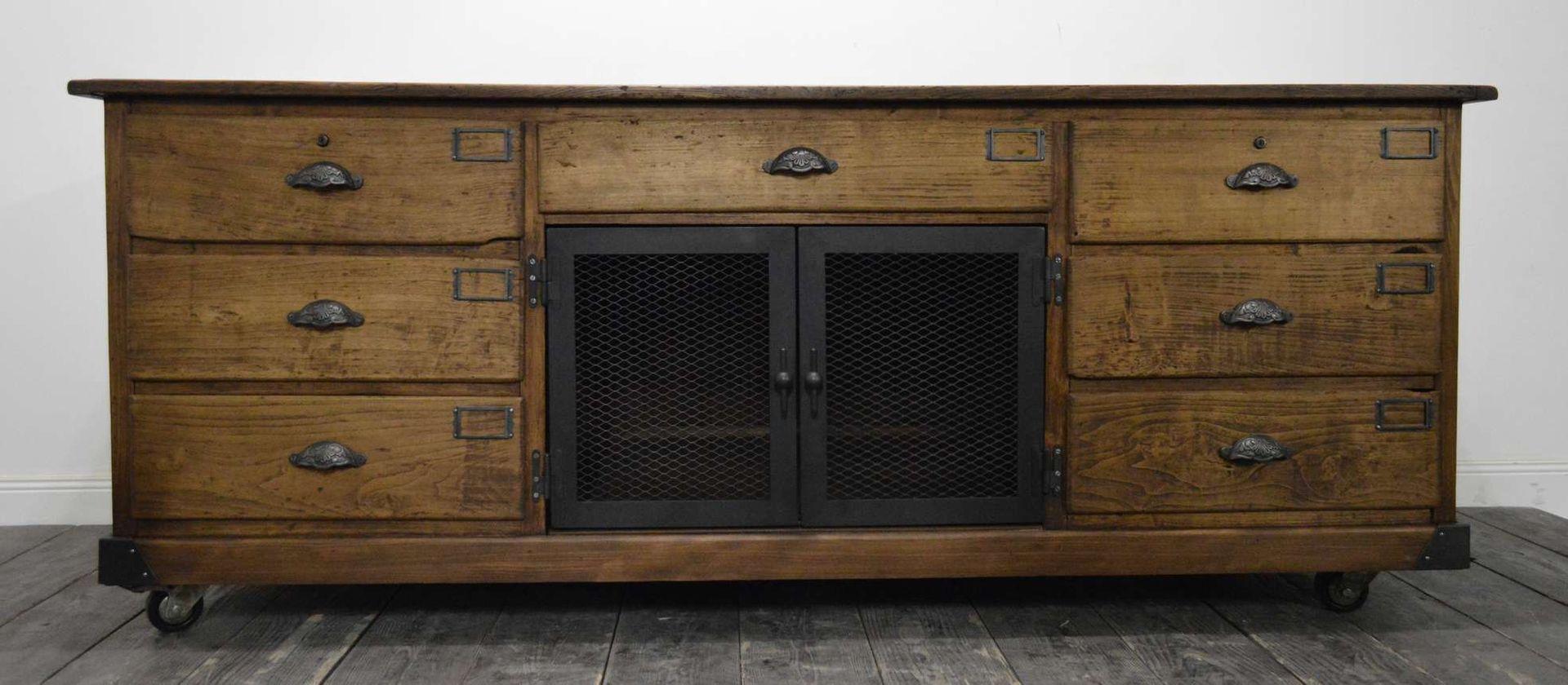 vintage tannenholz schrank bei pamono kaufen. Black Bedroom Furniture Sets. Home Design Ideas