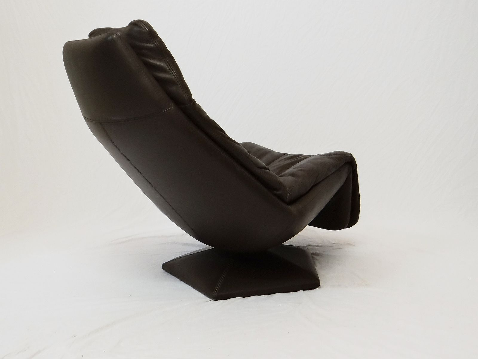 vintage leather lounge chairs set of 2 for sale at pamono