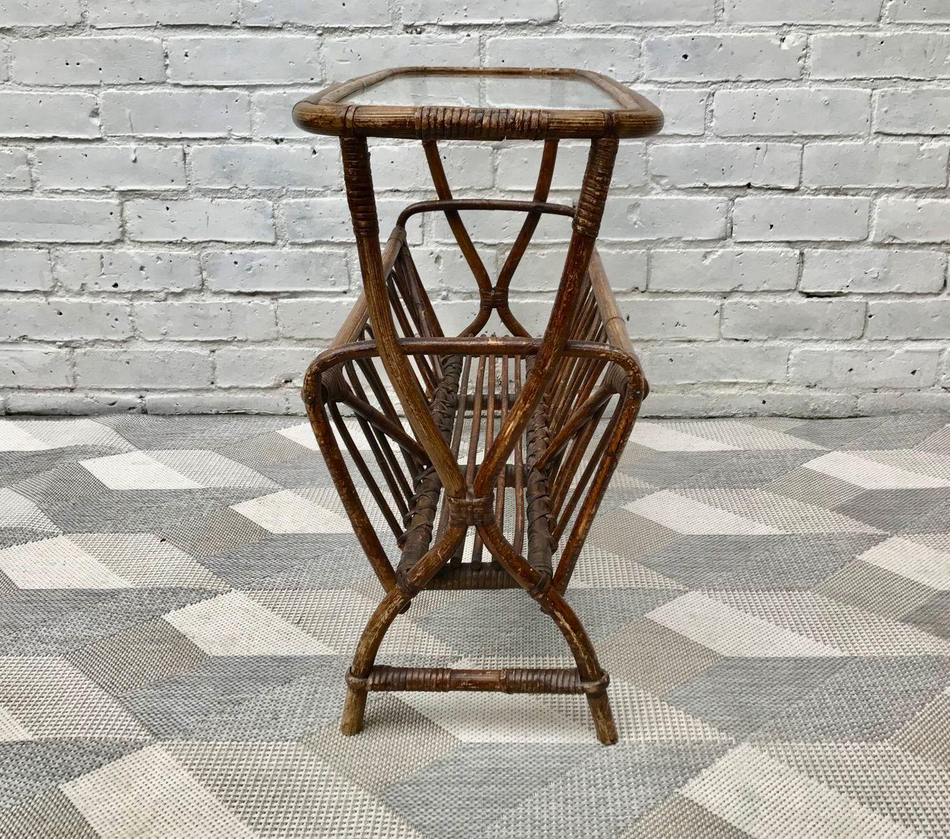 vintage beistelltisch mit zeitungsst nder bei pamono kaufen. Black Bedroom Furniture Sets. Home Design Ideas