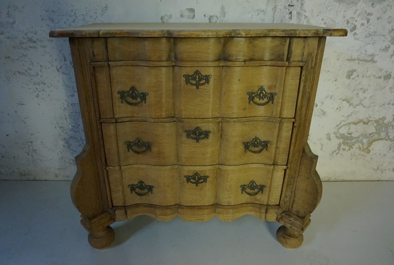small antique dutch raw oak serpentine commode for sale at pamono. Black Bedroom Furniture Sets. Home Design Ideas
