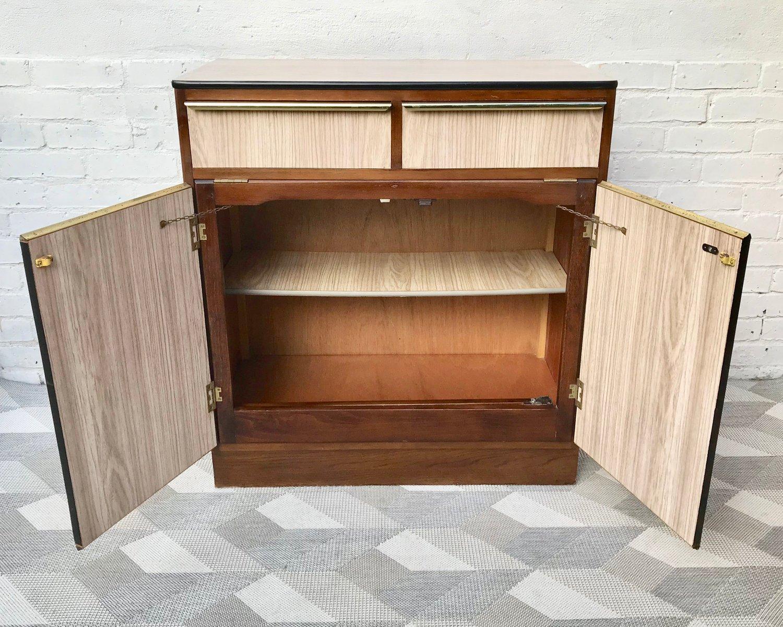 vintage k chen sideboard mit klapptisch bei pamono kaufen. Black Bedroom Furniture Sets. Home Design Ideas