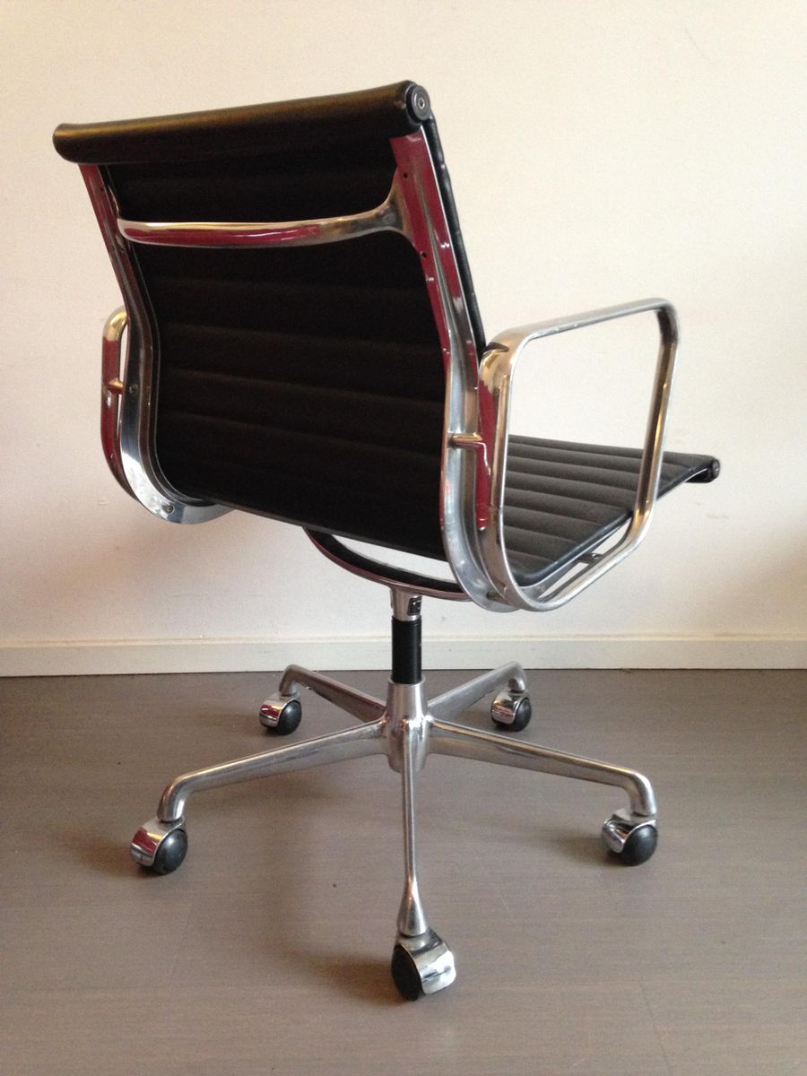 Vintage ea108 chair by charles ray eames for icf en for Charles eames prix