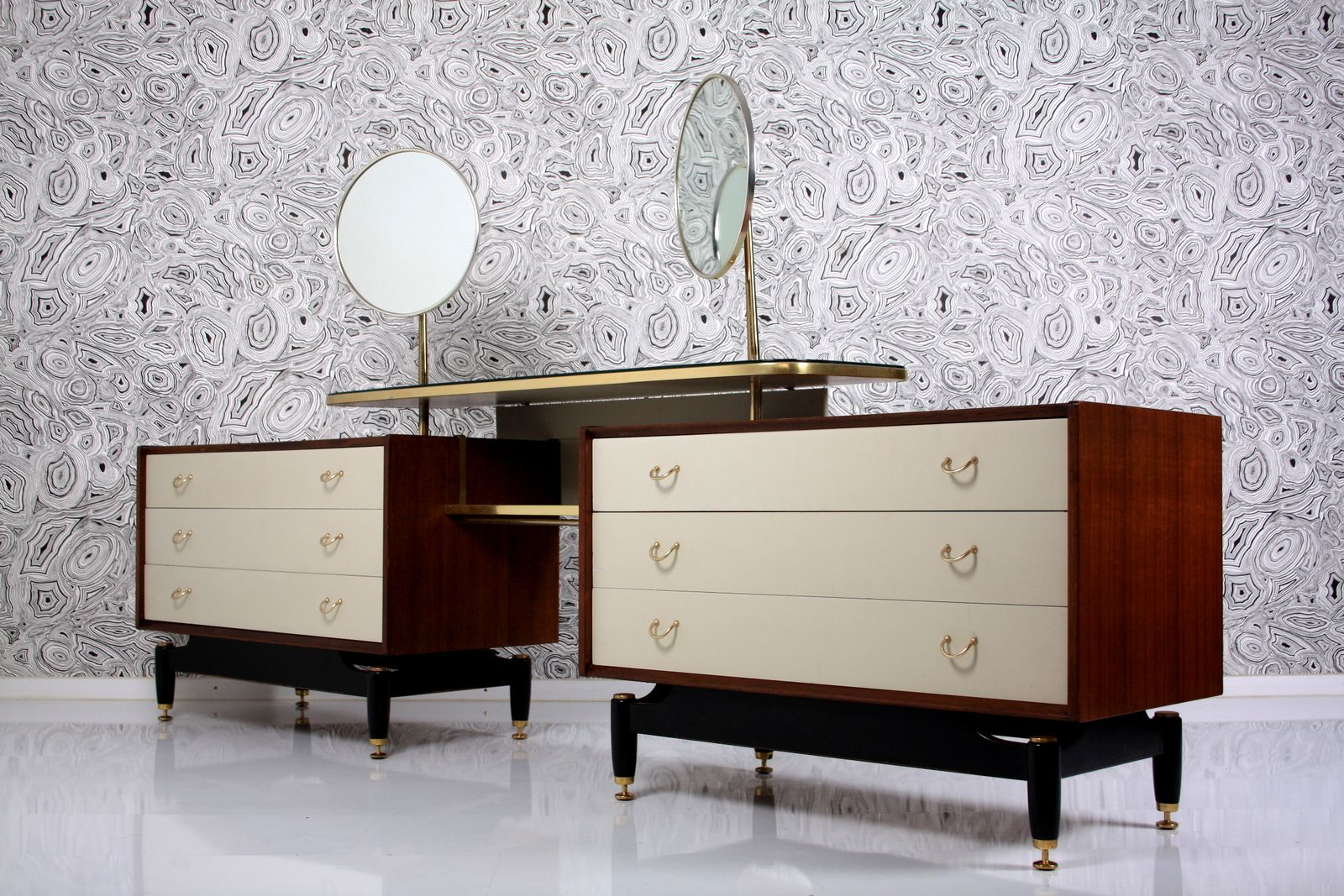 Large dressing table with 2 mirrors from g plan 1958 for for Wide dressing table