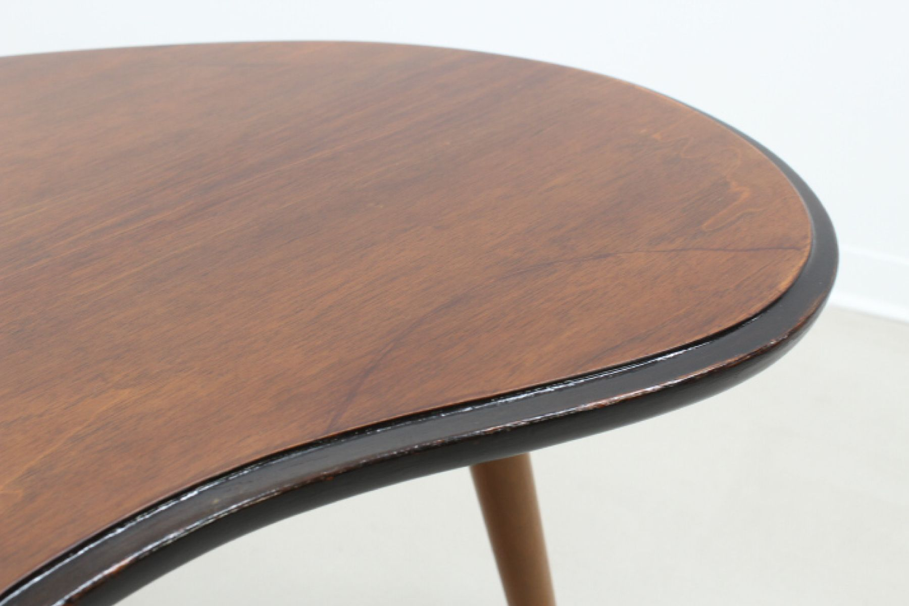 MidCentury Curved Side Table for sale at Pamono