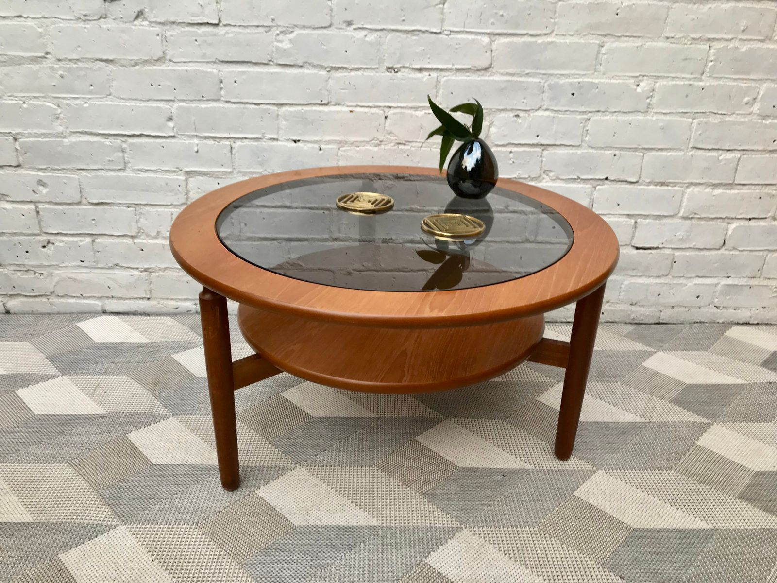 Vintage round coffee table with glass for sale at pamono for Round glass coffee tables for sale