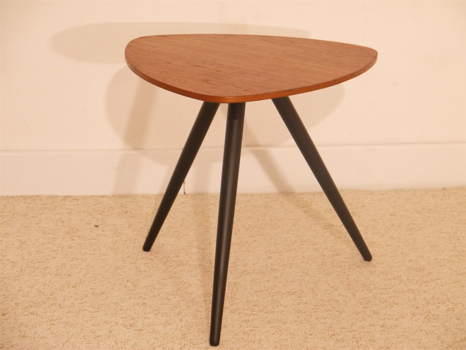 vintage scandinavian tripod side table in teak for sale at pamono. Black Bedroom Furniture Sets. Home Design Ideas