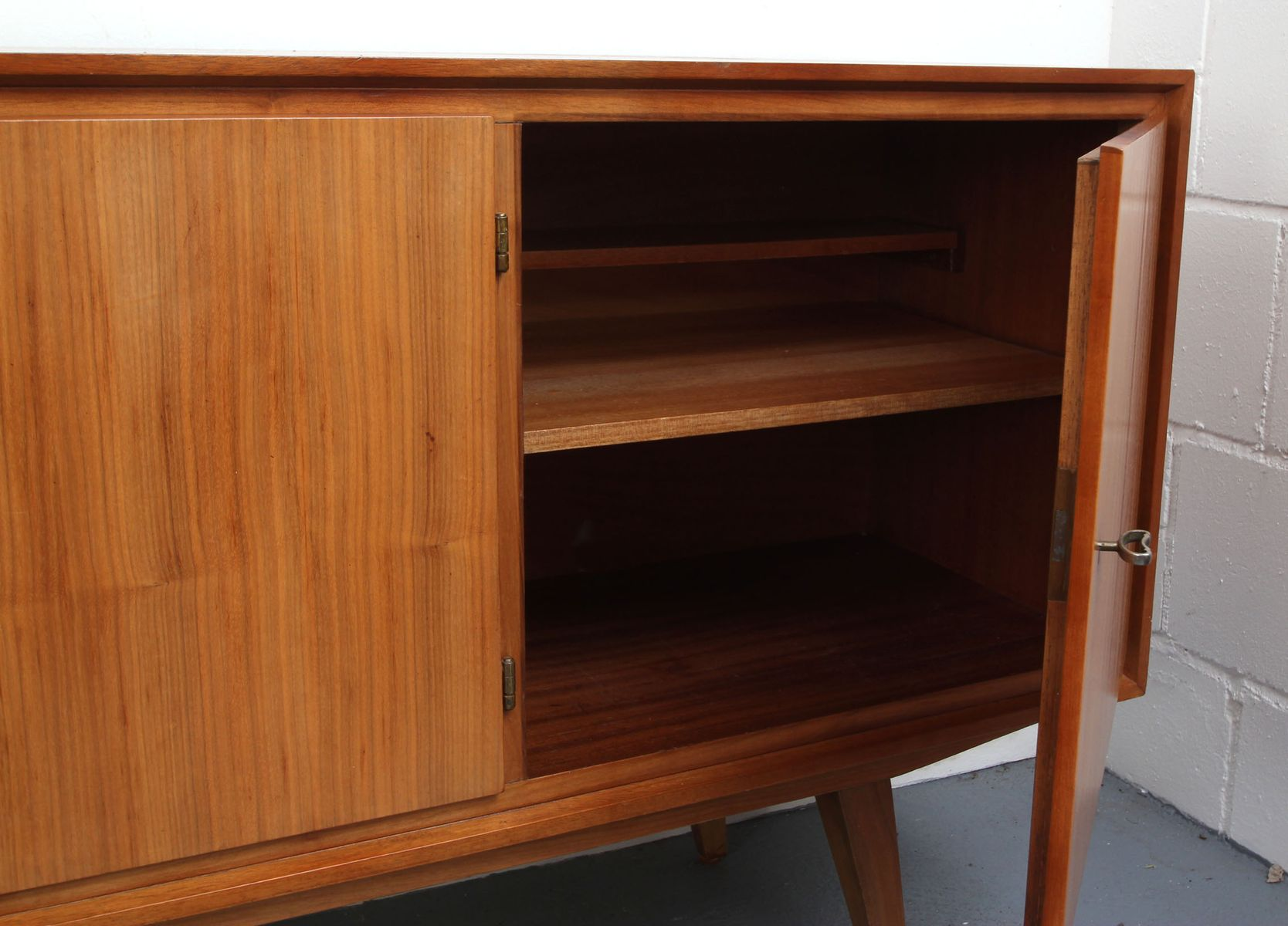 Walnut veneer sideboard 1950s for sale at pamono for Sideboard x7