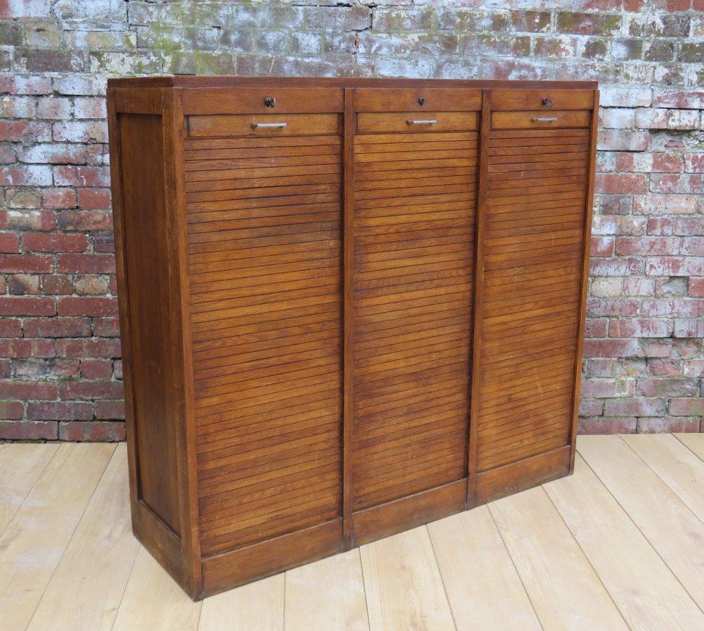 eichenholz kleinwarenhandel schrank mit drei rollt ren 1940er bei pamono kaufen. Black Bedroom Furniture Sets. Home Design Ideas