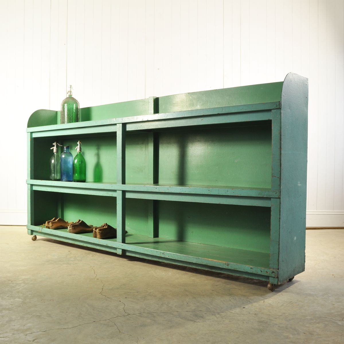 gr nes industrielles vintage regal bei pamono kaufen. Black Bedroom Furniture Sets. Home Design Ideas