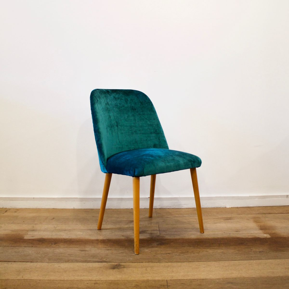 Teal blue velvet chair 1950s for sale at pamono for Teal chairs for sale