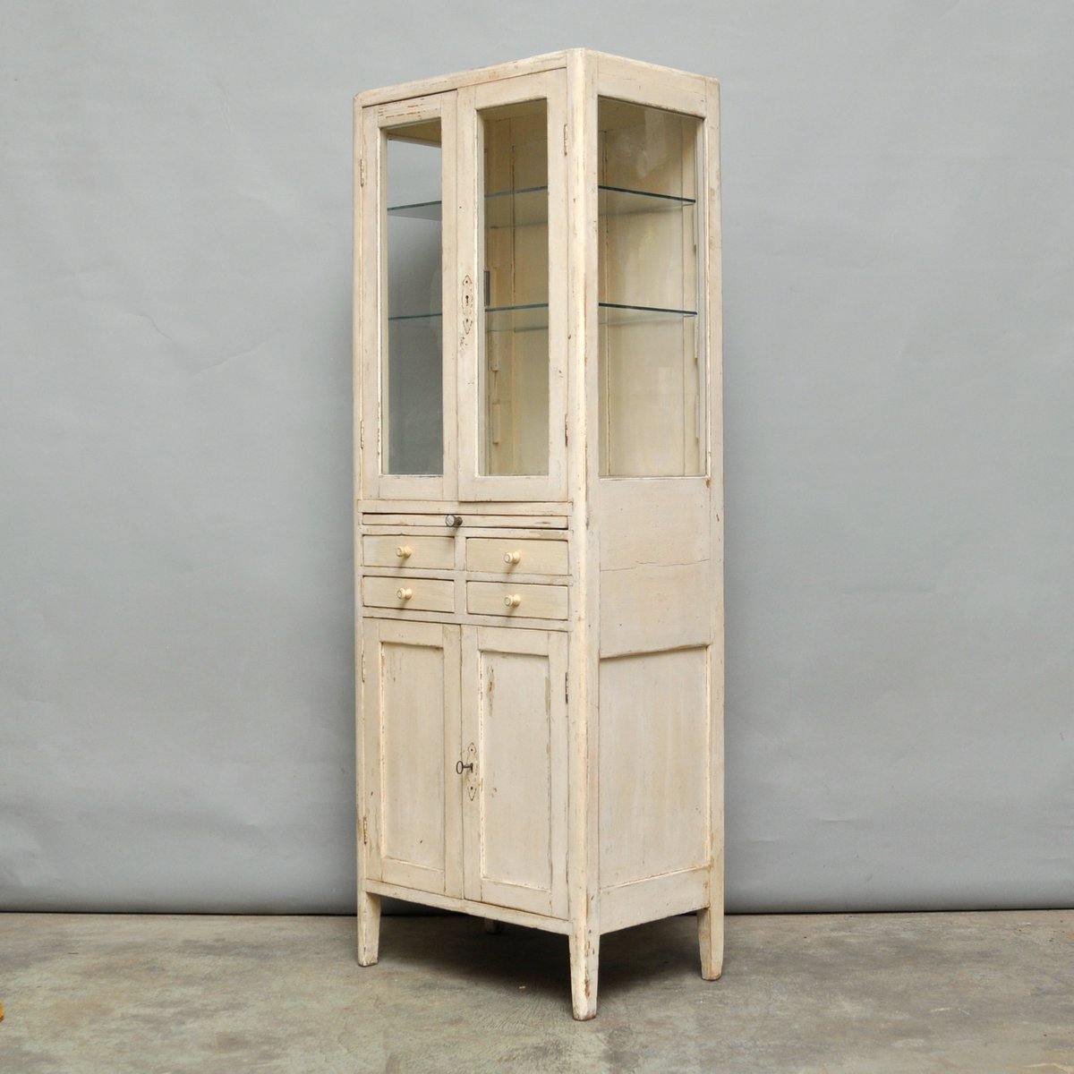 Hungarian wooden medical cabinet 1940s en vente sur pamono - Cabinet medical republique ...