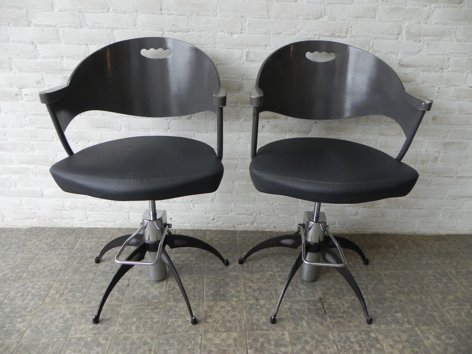 Hydraulic memphis style office chair 1980s for sale at pamono for 1980s chair
