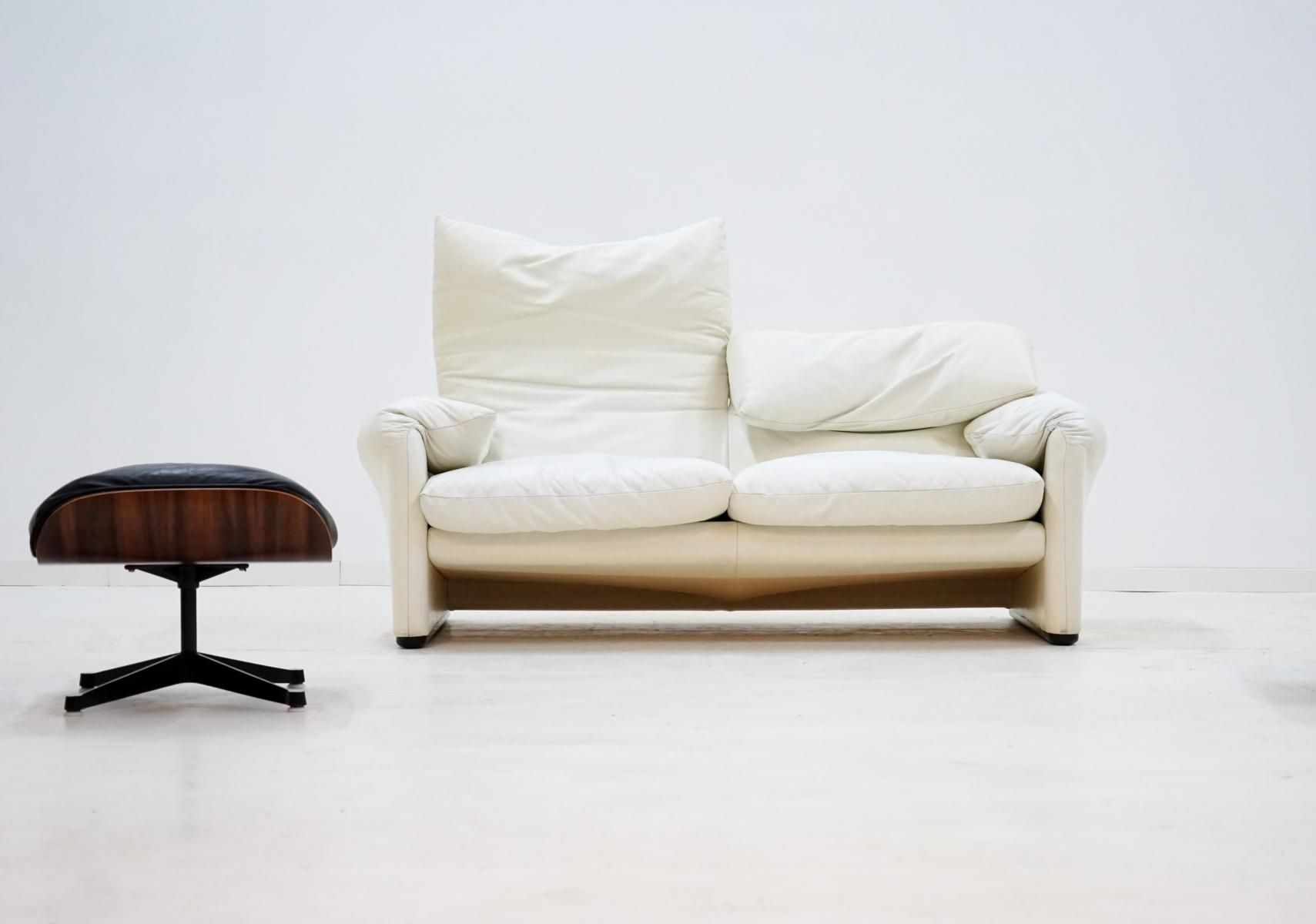 Maralunga 2 seater sofa in white leather by vico magestretti for maralunga 2 seater sofa in white leather by vico magestretti for cassina for sale at pamono parisarafo Choice Image