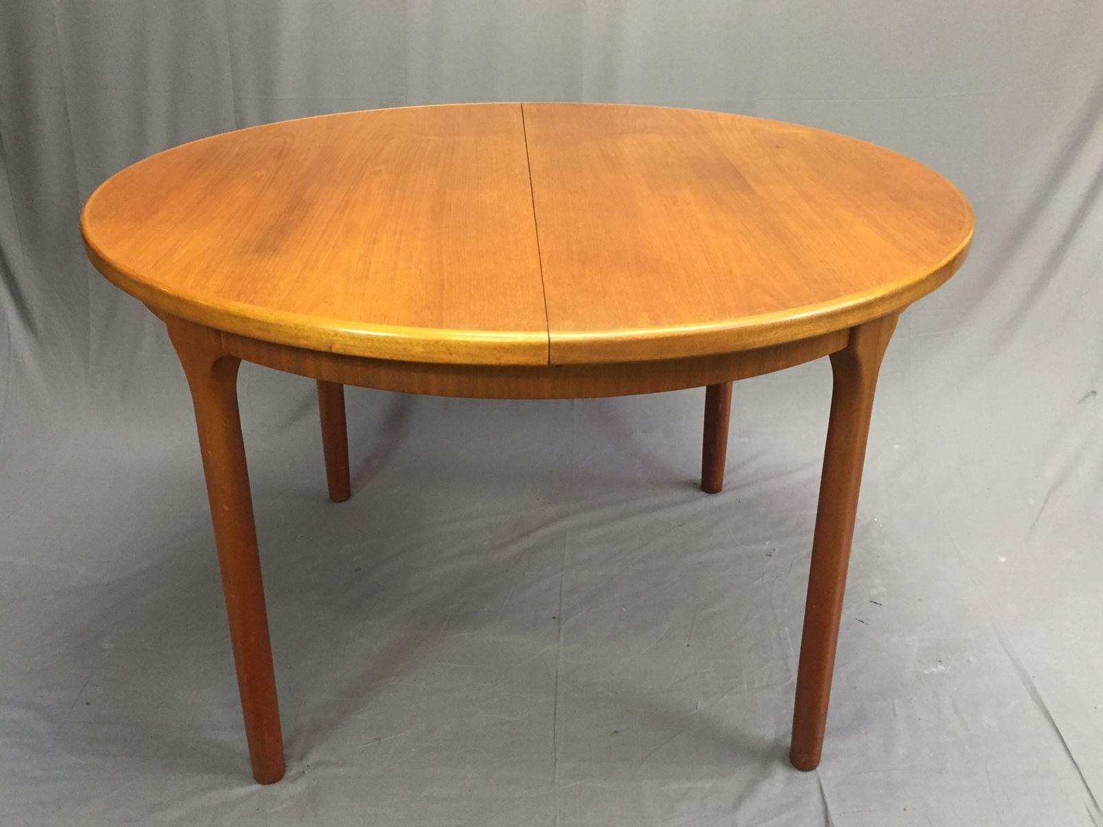 ovaler vintage tisch im skandinavischen stil von mcintosh. Black Bedroom Furniture Sets. Home Design Ideas