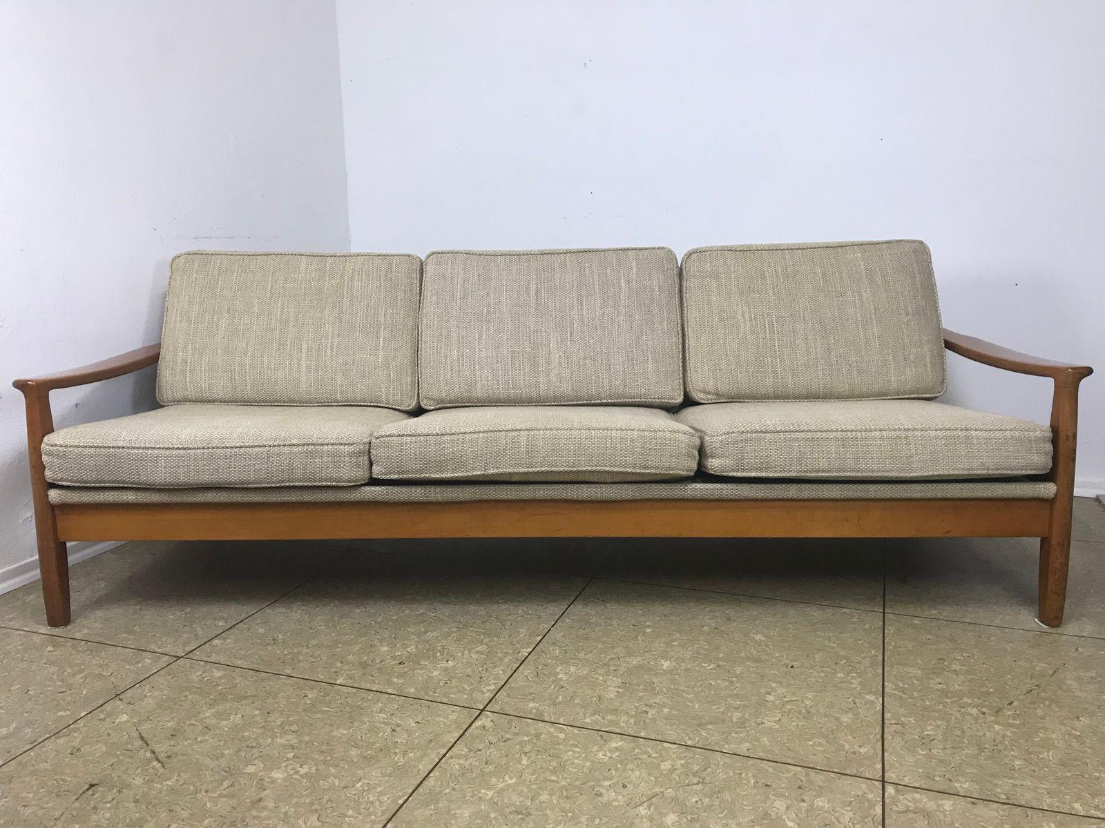 mid century schlafsofa aus kirschholz von straub bei pamono kaufen. Black Bedroom Furniture Sets. Home Design Ideas