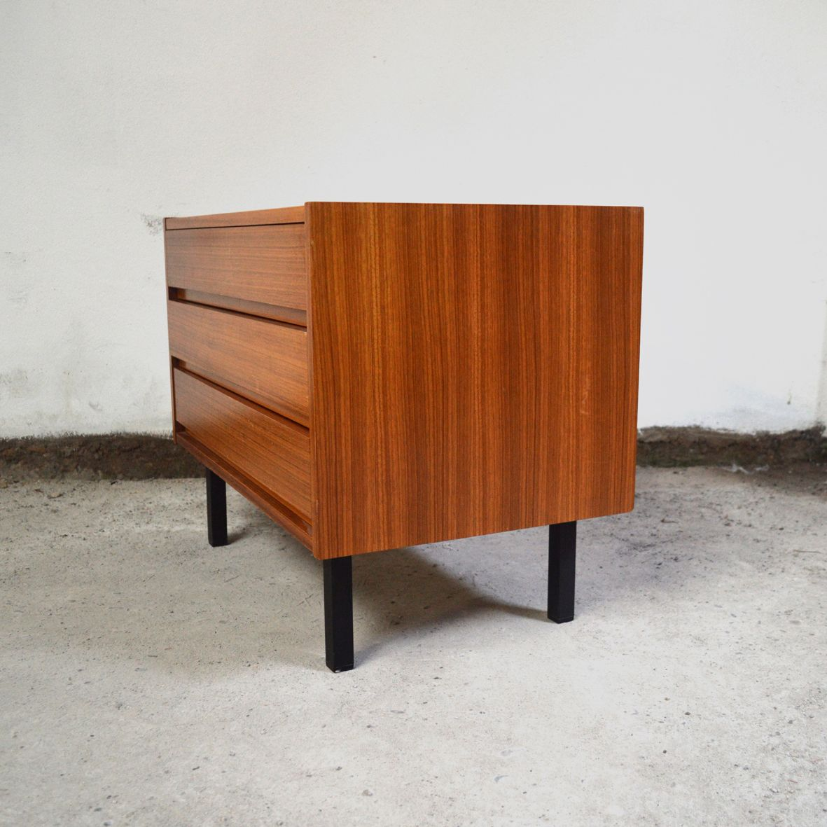 Small Teak Veneer Chest Of Drawers 1960s For Sale At Pamono