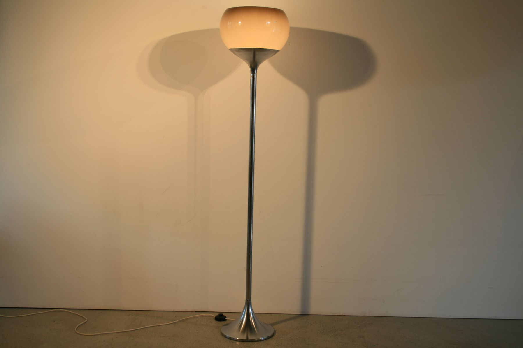 Italian floor lamp from guzzini 1970s for sale at pamono for 1970s floor lamps