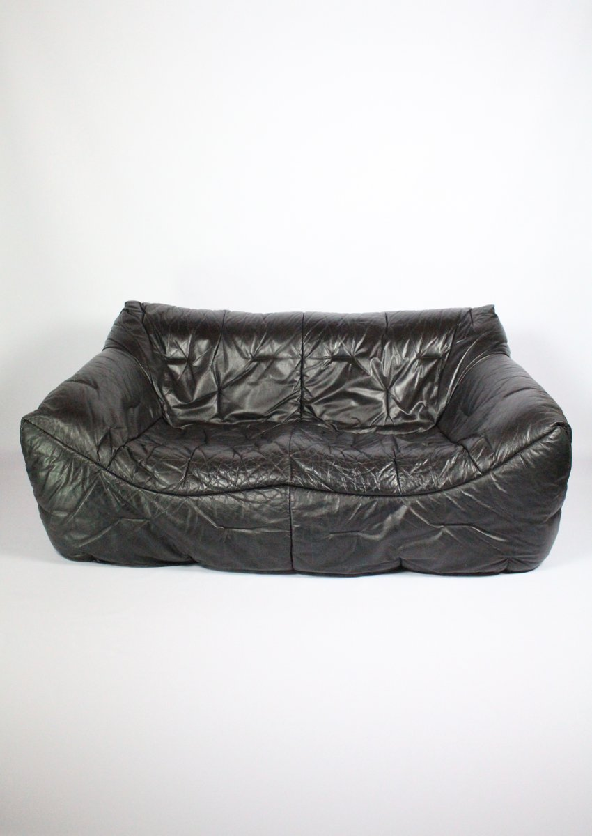 2 sitzer vintage sofa aus schwarzem leder von hans hopfer f r roche bobois bei pamono kaufen. Black Bedroom Furniture Sets. Home Design Ideas