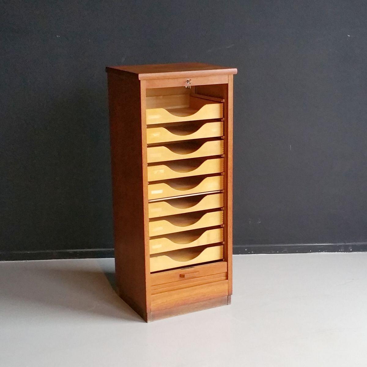niederl ndischer aktenschrank mit rollt r 1950er bei pamono kaufen. Black Bedroom Furniture Sets. Home Design Ideas