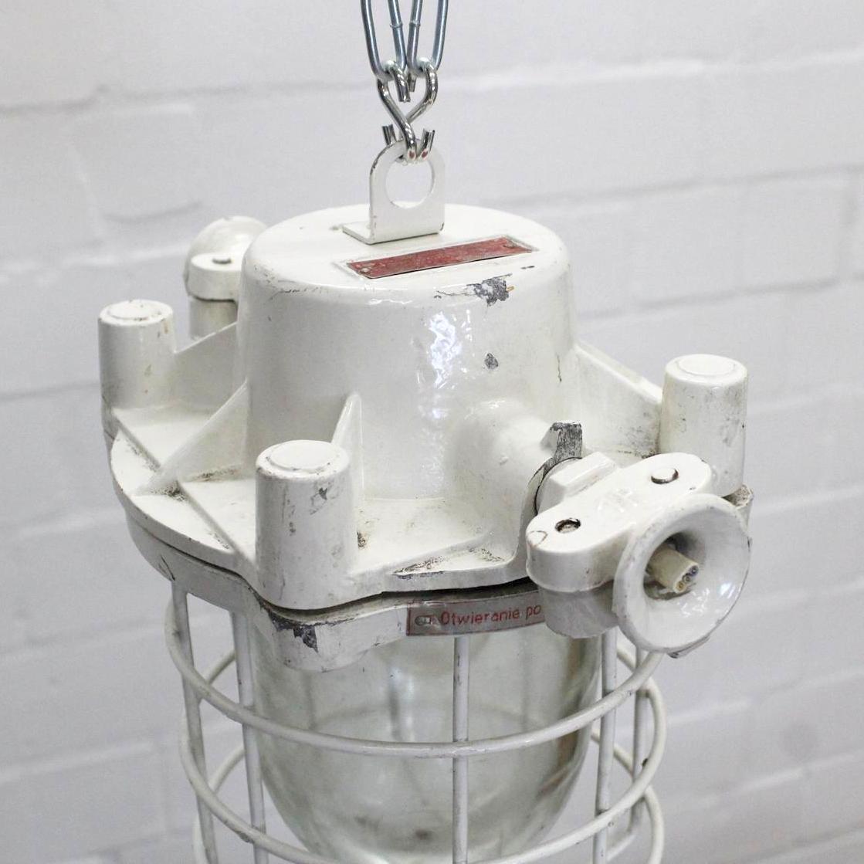 kleine wei e industrielle vintage deckenlampe bei pamono kaufen. Black Bedroom Furniture Sets. Home Design Ideas