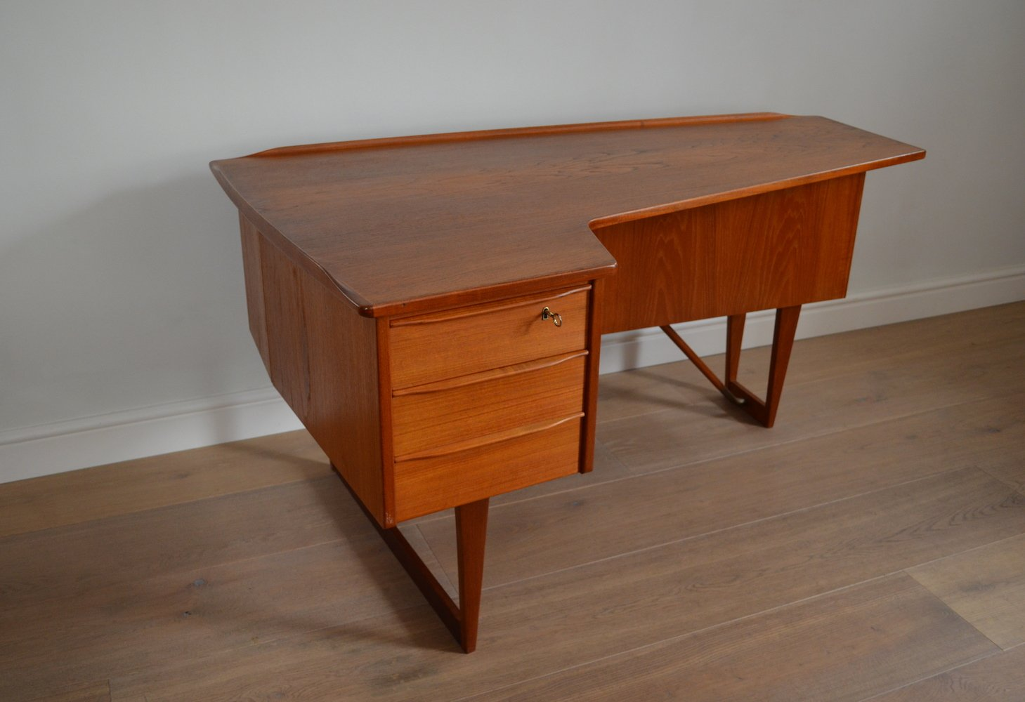 Boomerang Desk by Peter Lvig Nielsen for Hedensted Mbelfabrik, 1950s for  sale at Pamono