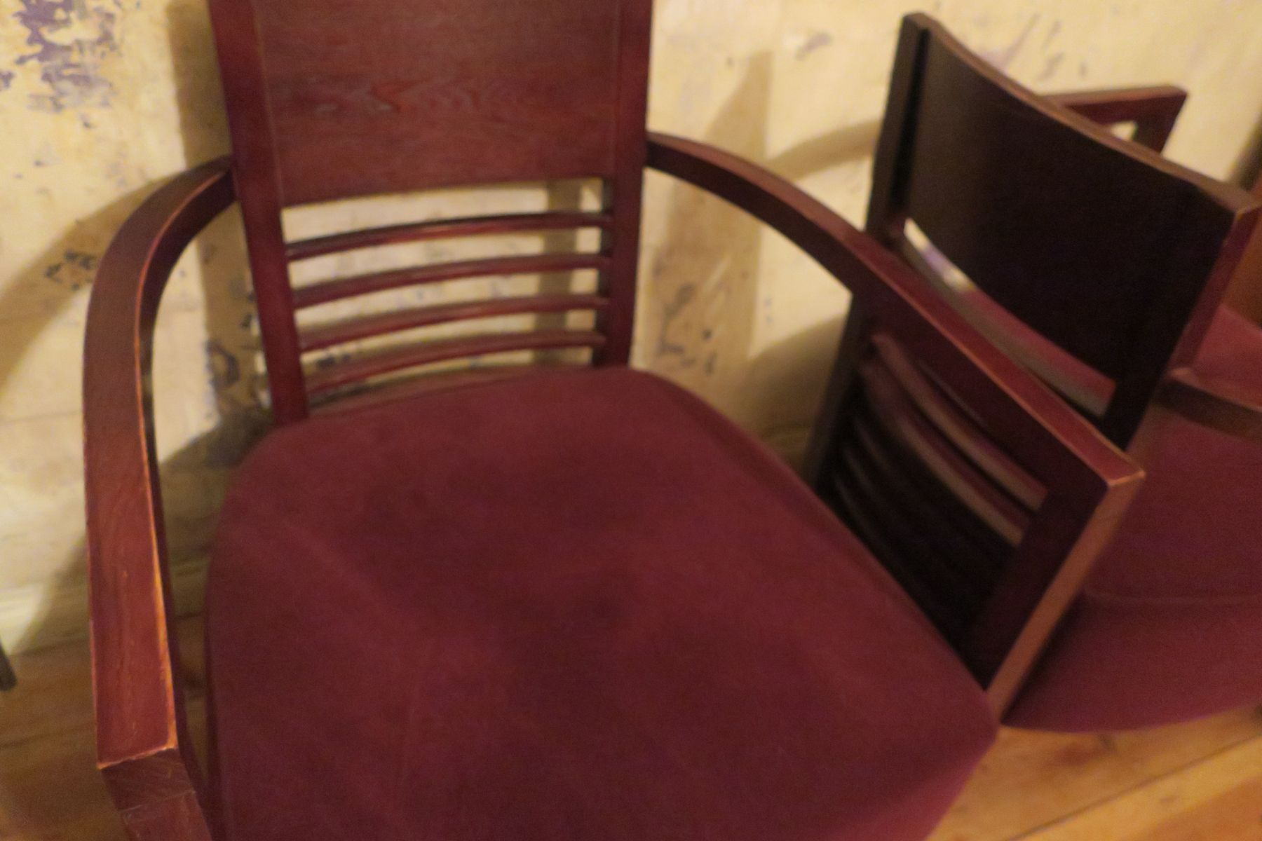 vintage sessel mit breiter sitzfl che und samtbezug bei pamono kaufen. Black Bedroom Furniture Sets. Home Design Ideas