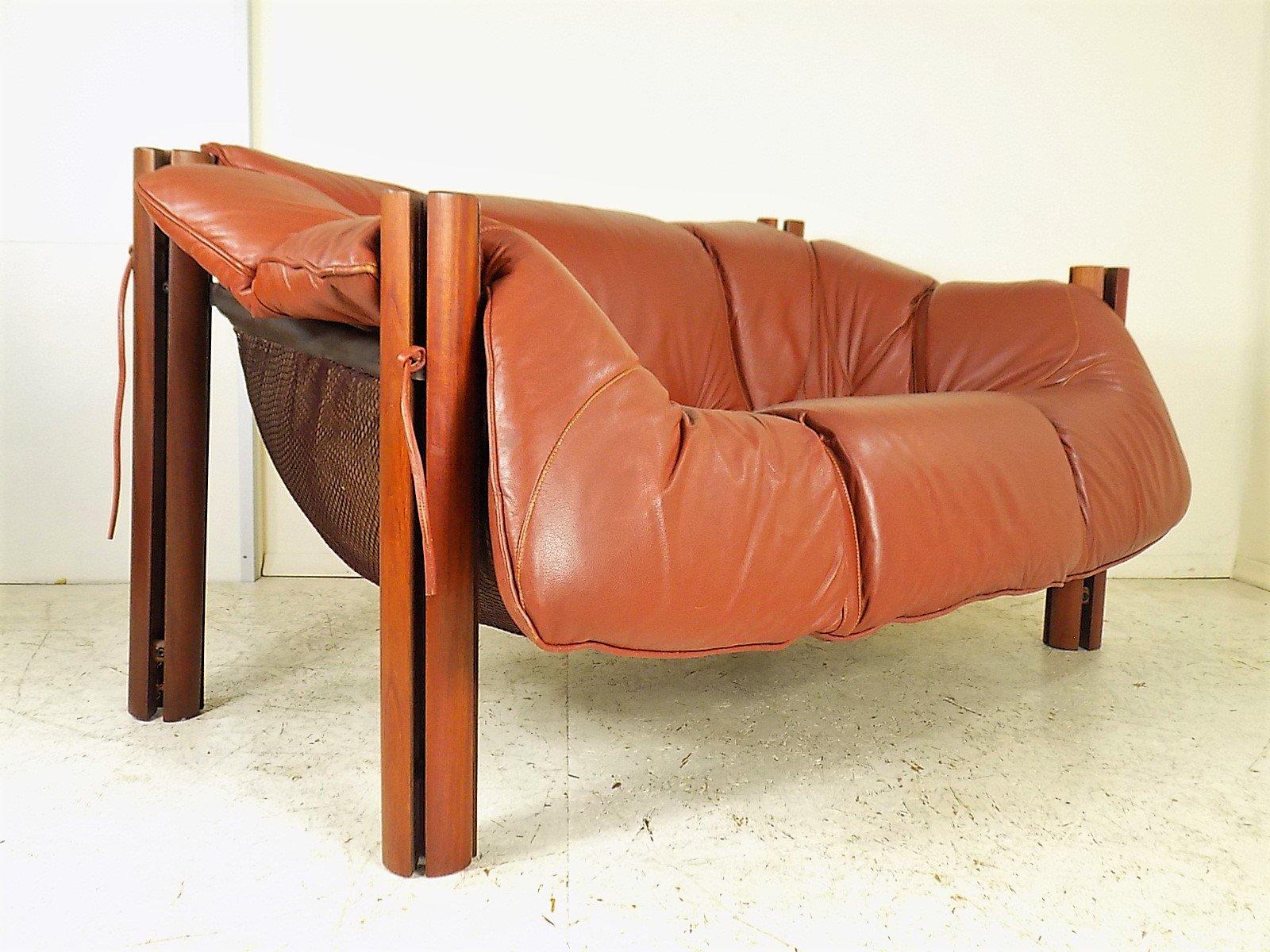 mp 211 2 sitzer sofa aus holz und leder von percival lafer 1970er bei pamono kaufen. Black Bedroom Furniture Sets. Home Design Ideas