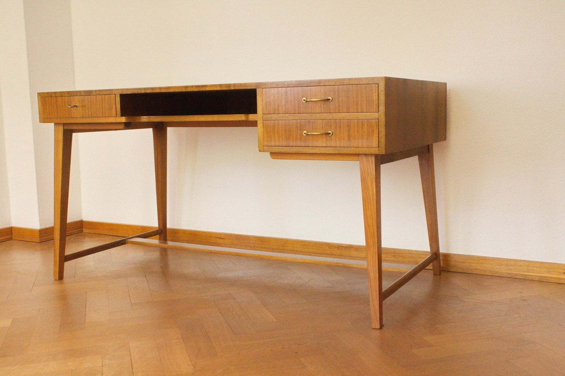 mid century 468 walnut desk by georg satink for wk m bel 1950s for sale at pamono. Black Bedroom Furniture Sets. Home Design Ideas