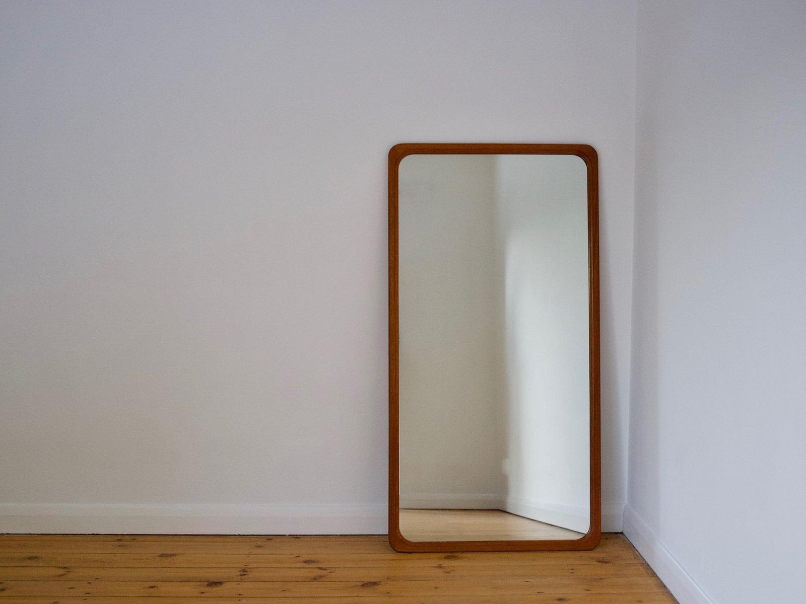gro er d nischer wandspiegel mit teak rahmen 1960er bei pamono kaufen. Black Bedroom Furniture Sets. Home Design Ideas