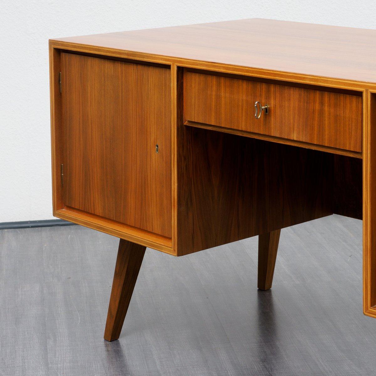 mid century walnuss schreibtisch 1960er bei pamono kaufen. Black Bedroom Furniture Sets. Home Design Ideas