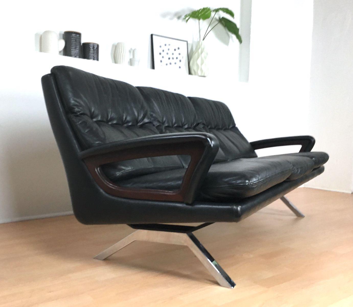 schwarzes vintage drei sitzer ledersofa bei pamono kaufen. Black Bedroom Furniture Sets. Home Design Ideas